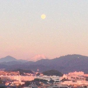 moonset-over-fuji